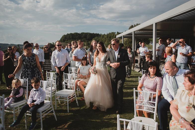 Utrinek s fotografiranja civilne poroke v Hiši vin Doppler.