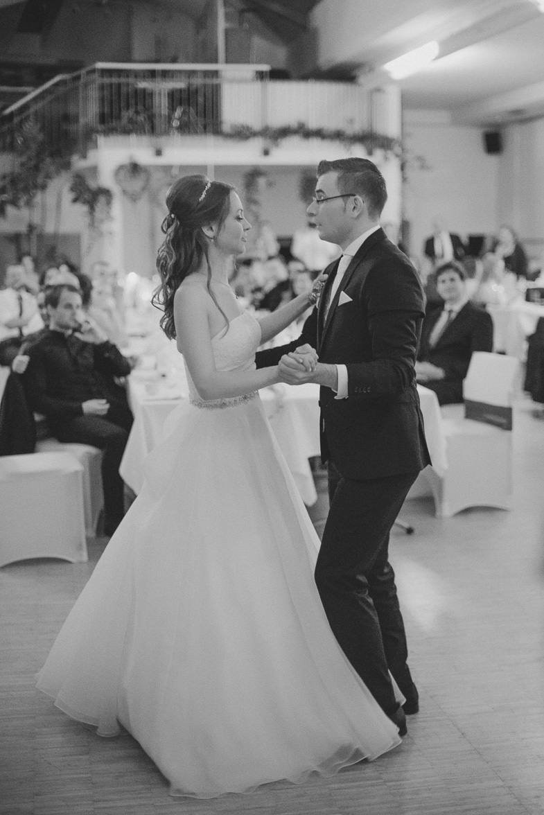 Photo of the first wedding dance of the bride and groom.