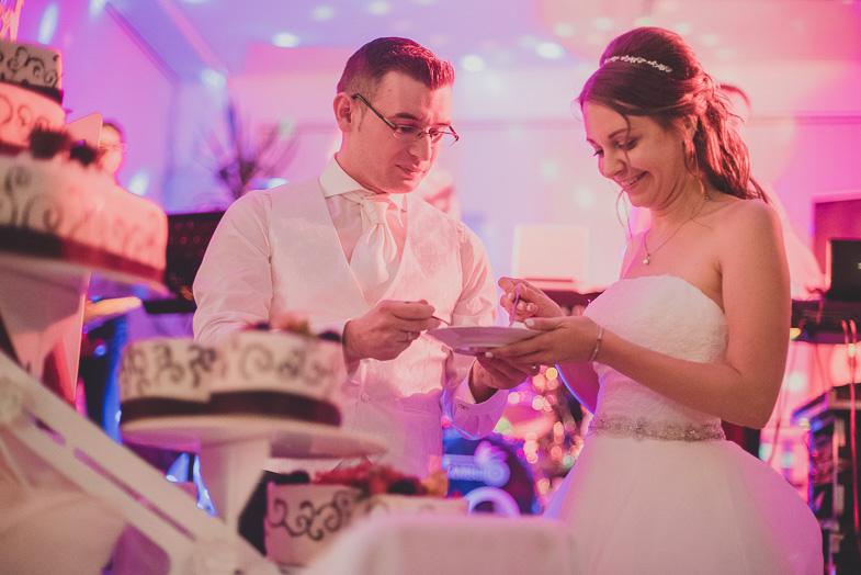 Photo of a wedding cake.