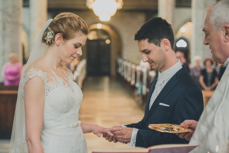 Obred izmenjave poročnih prstanov.