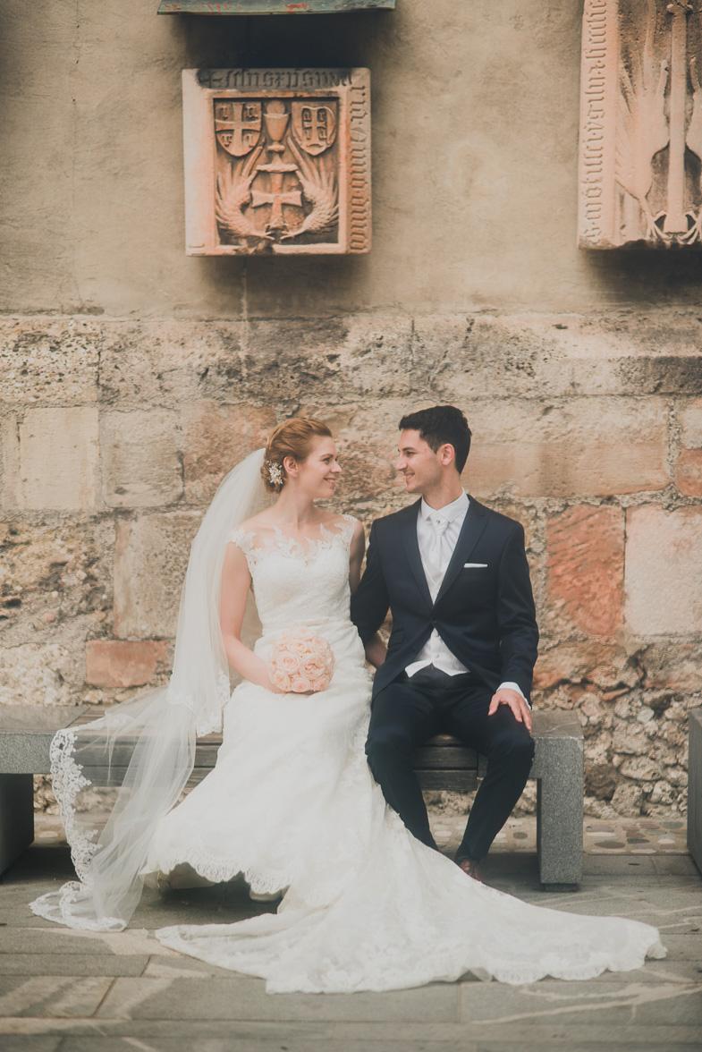 Par, ki je najel fotografa za poroko.