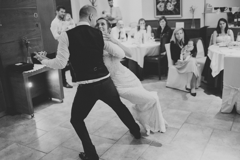 Photo of the dance of the newlyweds.