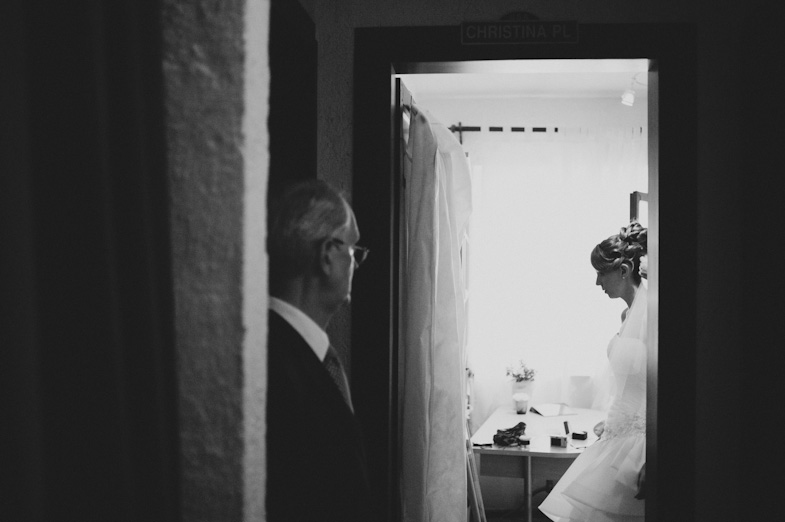 Portrait of bride and her father before the wedding.
