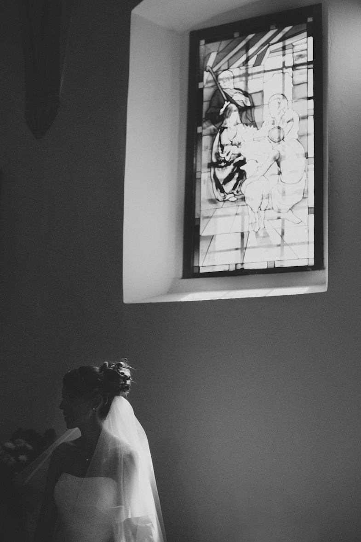 Portrait of a bride in the Monrupino church.