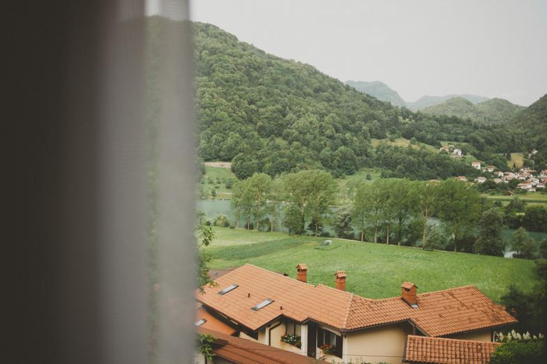 Fotografija lokacije nevestinega doma v kraju Modrin v Tolminu.