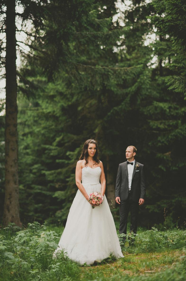 Par, ki ga je fotografiral poročni fotograf.
