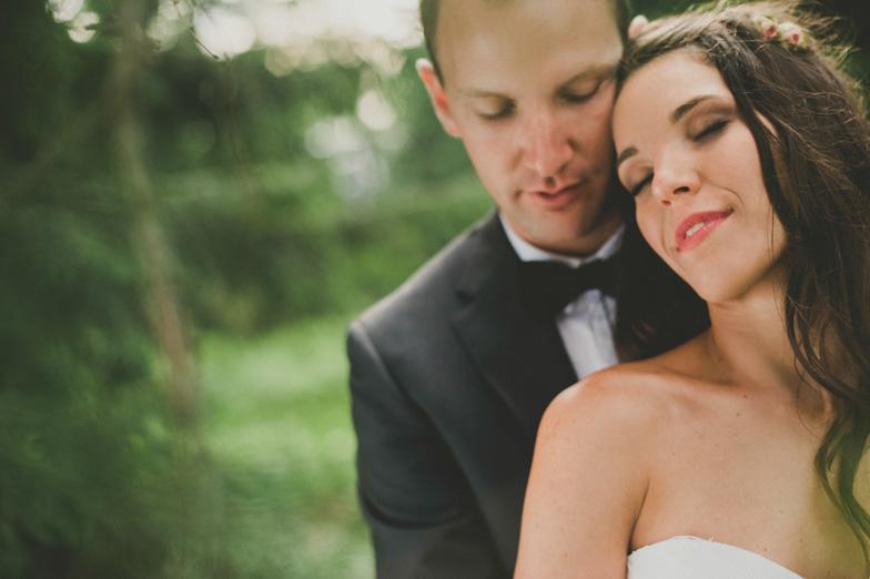Ženin in nevesta na njun popoln poročni dan.