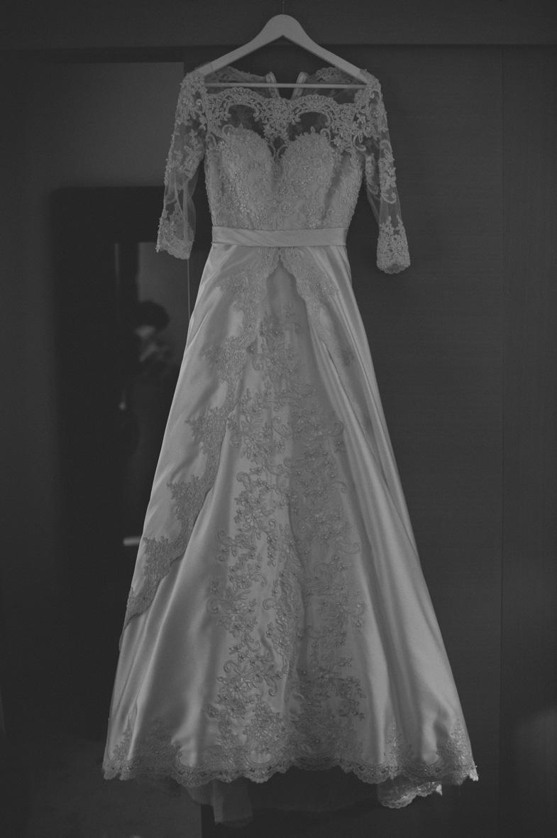 Razkošna poročna obleka.