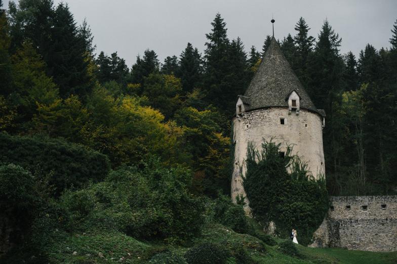 Fotografija poročne lokacije v zgodovinski stavbi Žička kartuzija.