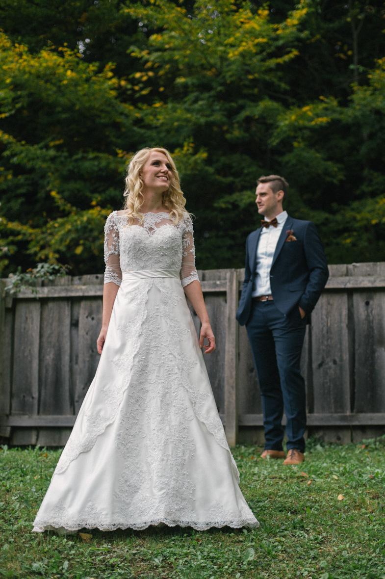 Mladoporočenca, ki sta najela fotografa za poroko.