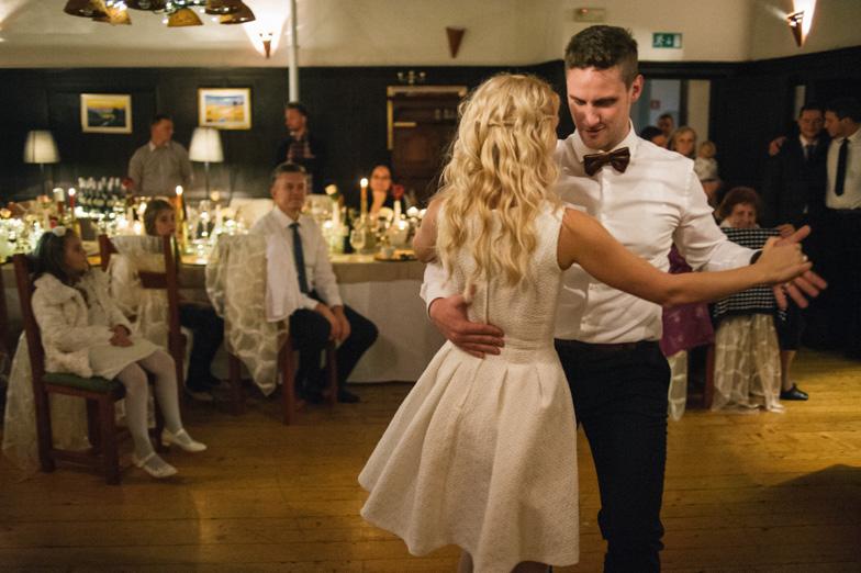 Prvi ples mladoporočencev.