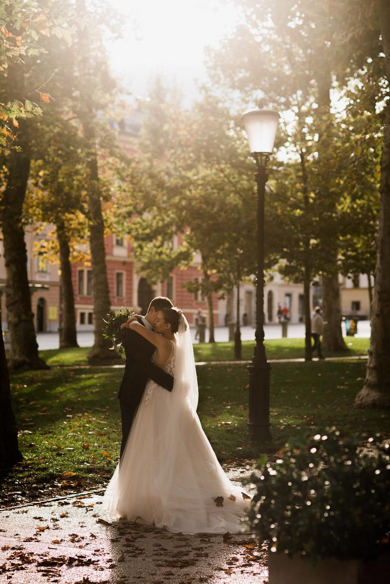 Fotografiranje poroke v Parku Zvezda v Ljubljani.