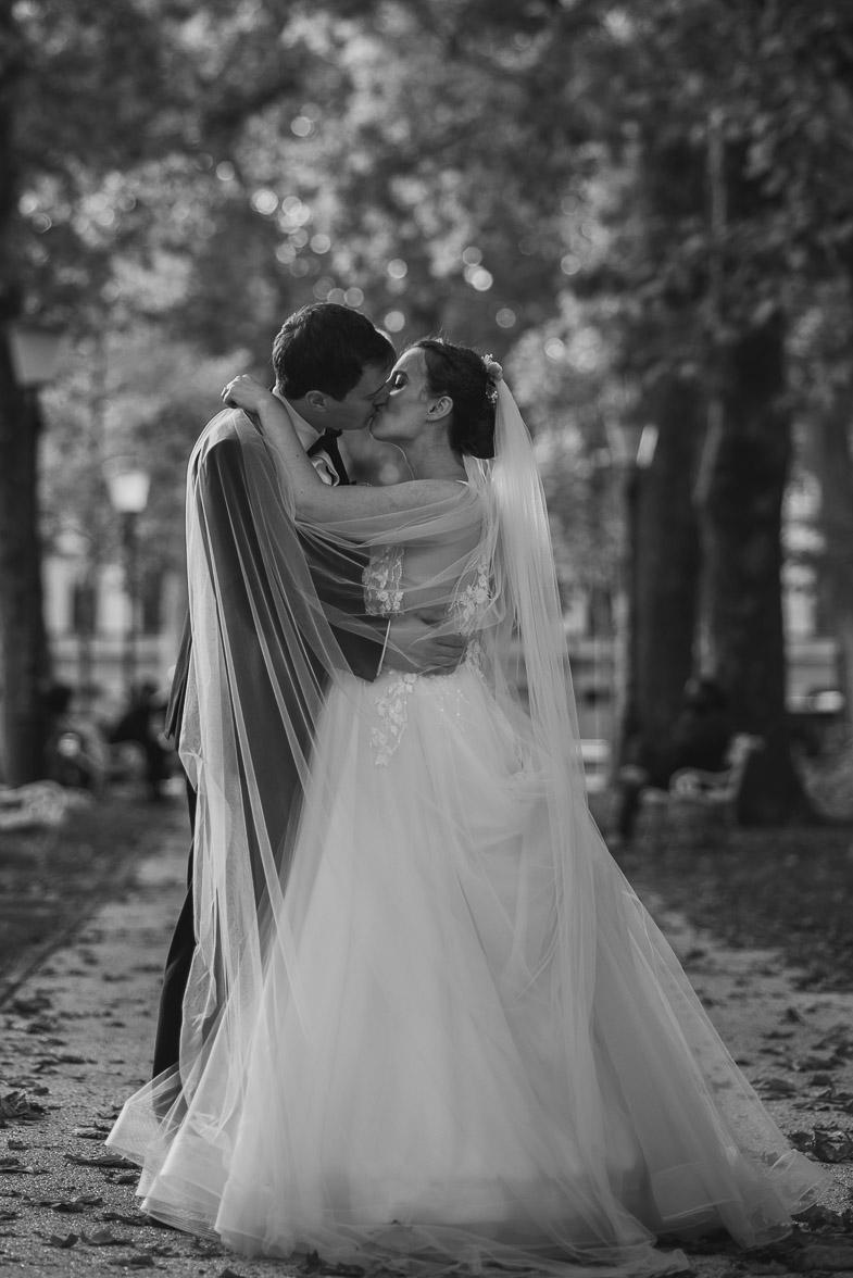 Slika s fotografiranja poroke v Ljubljani.