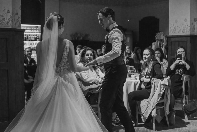 Poročni ples ženina in neveste.