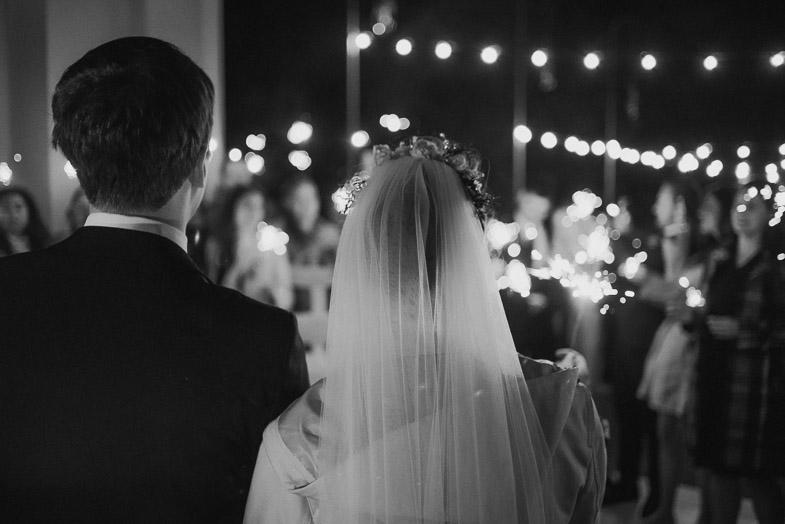 Sanjska poroka v soju uči.