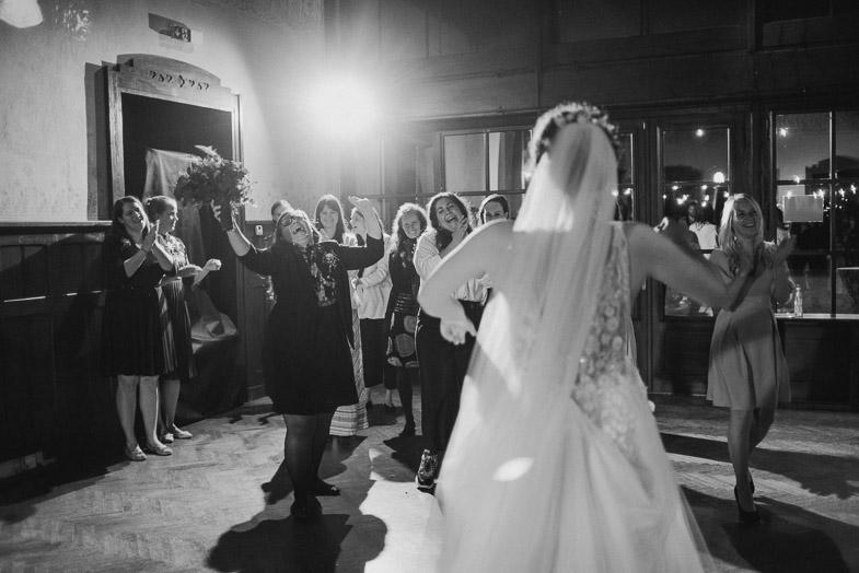 Tradicionalne igre na poročni zabavi.