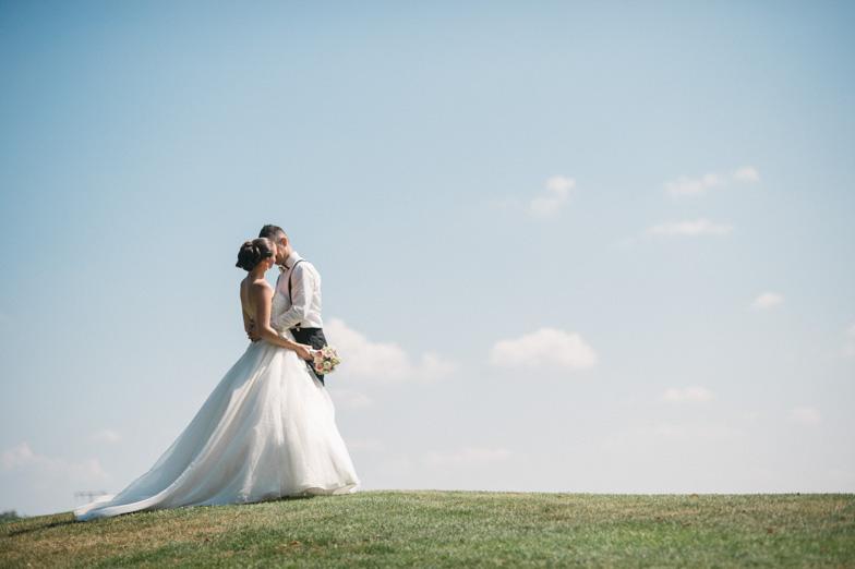 Fotografija para na njun popoln poročni dan.