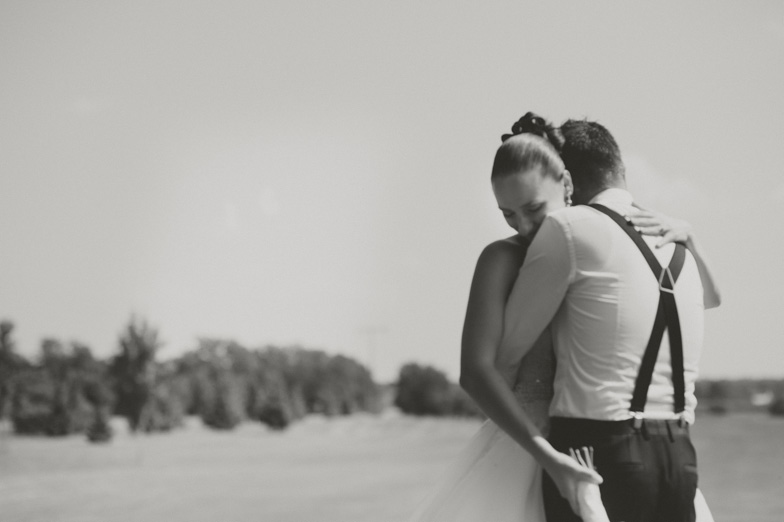 Mladoporočenca, ki sta najela poročnega fotografa.