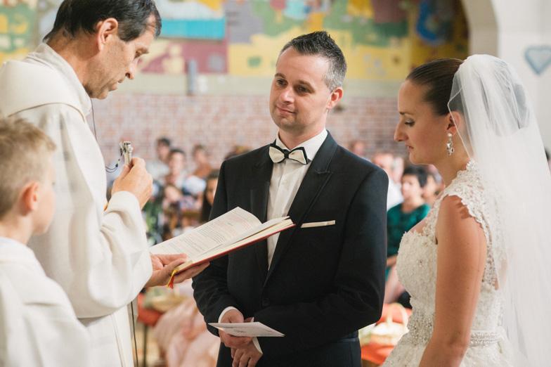 Utrinek s fotografiranja cerkvene poroke v Prekmurju.