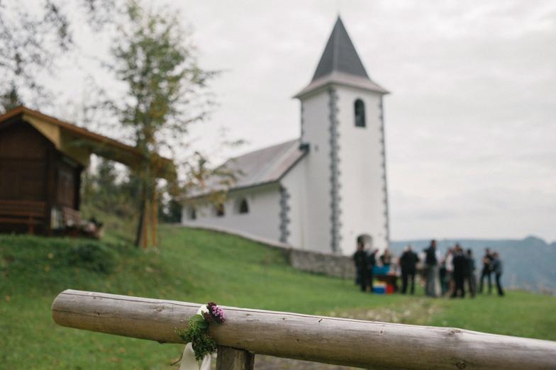 Fotografija poročne lokacije cerkvene poroke v cerkvi sv. Vida v Tuhinju.