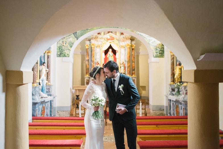 Utrinek s fotografiranja cerkvene poroke.