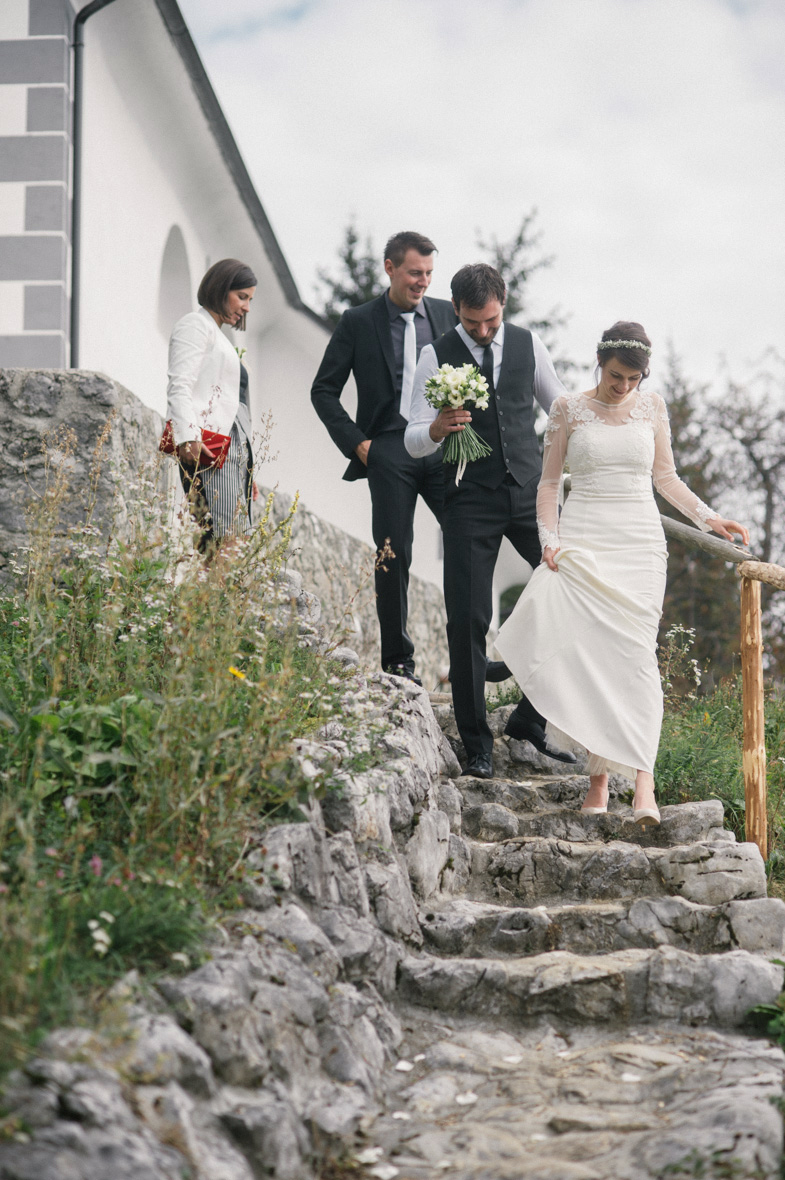An example of relaxed wedding.