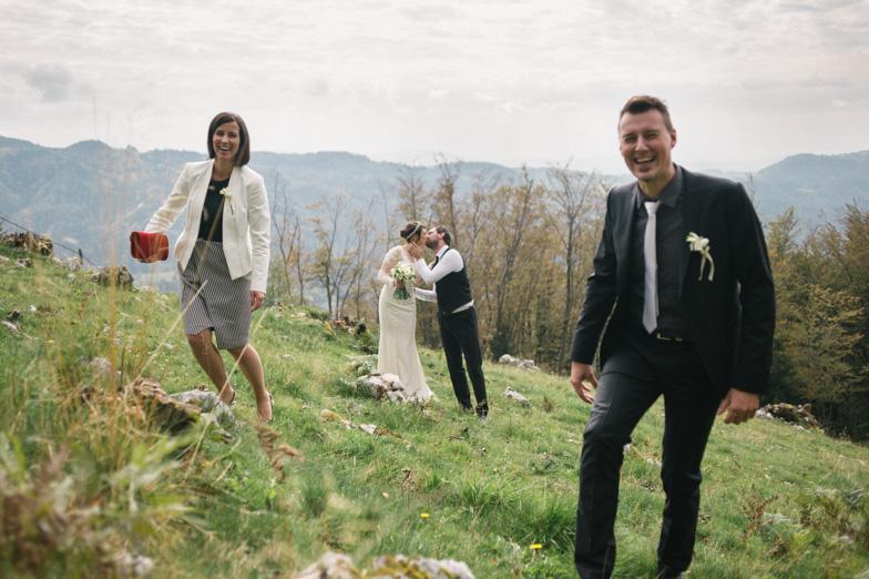 Ideja za fotografiranje poroke v naravi.