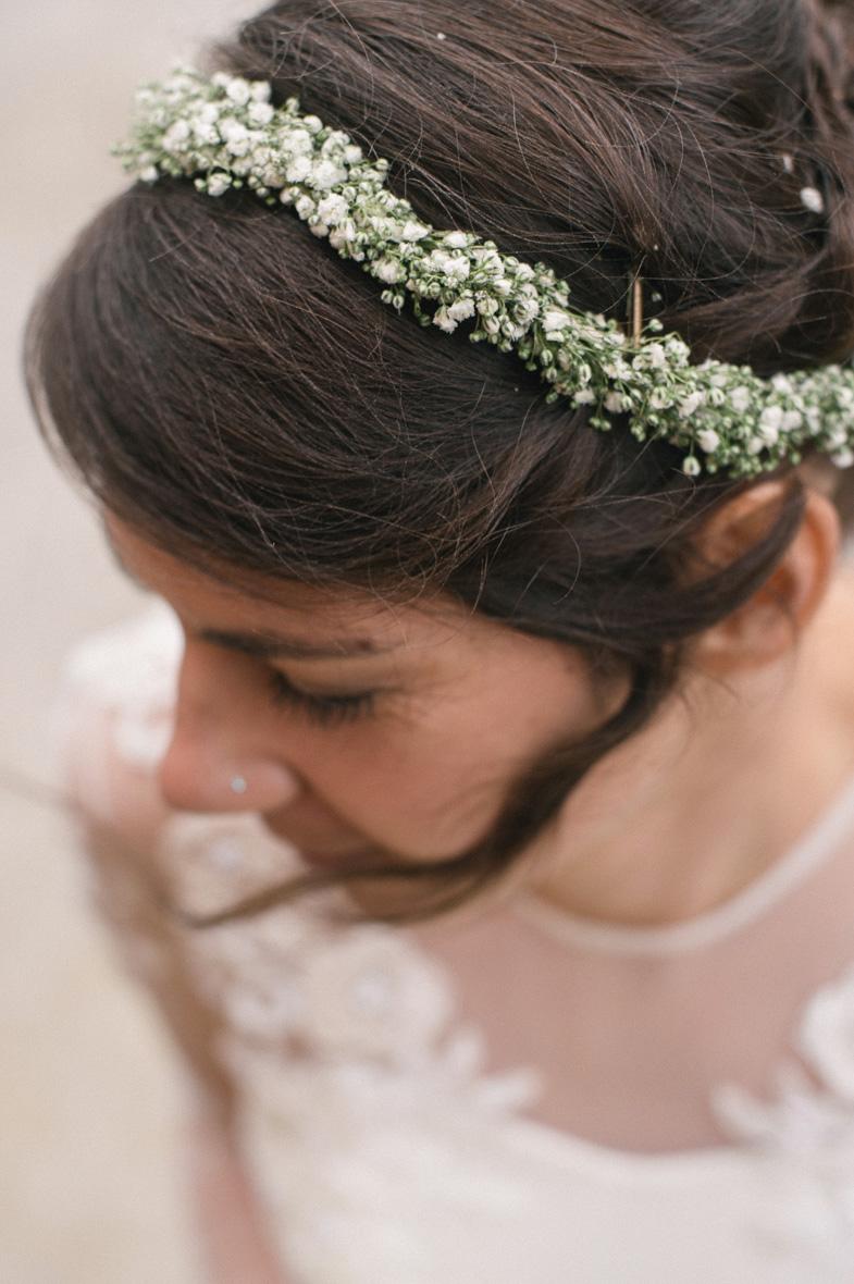 Portret neveste in njene poročne frizure.