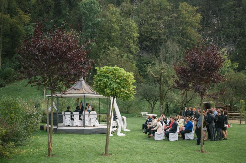 Fotografija s poroke v gostilni Repnik na Vrhpoljah pri Kamniku.