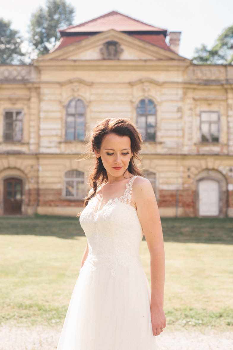 Wedding portrait of the bride in white dress.