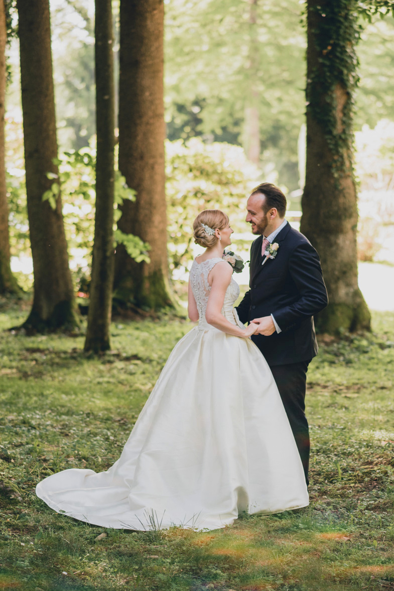 Ein Paar das einen Hochzeitsfotograf aus Slovenia gemietet.