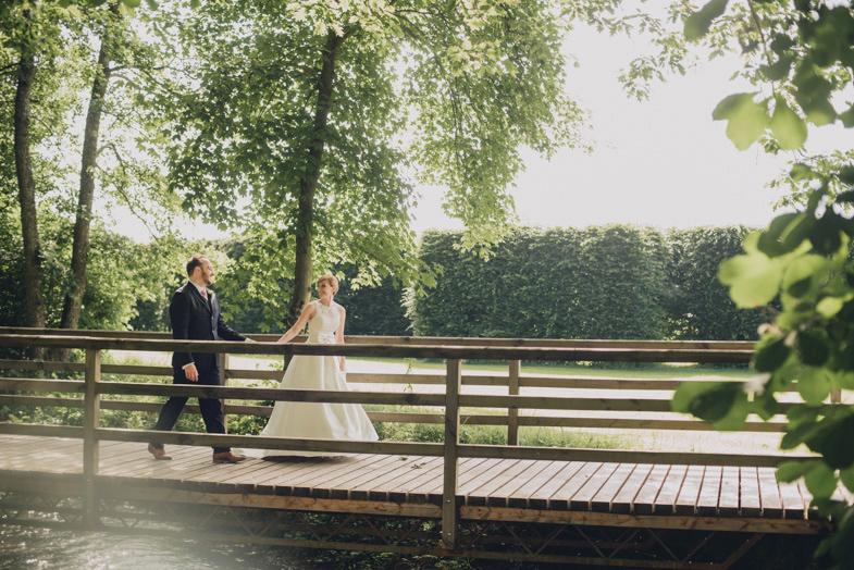 Ženin in nevesta, ki sta najela fotografa za poroko na gorenjskem.