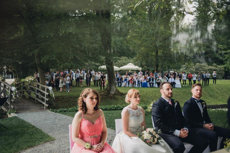 Primer formalne poročne fotografije.