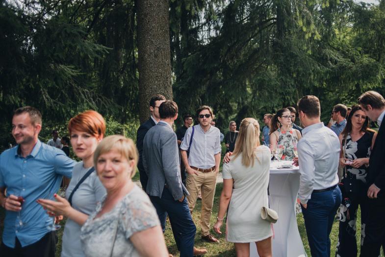 Druženje svatov po obredu.