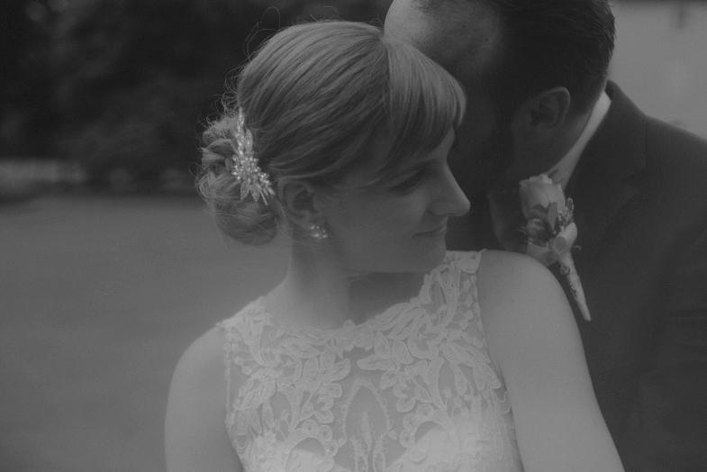 Njun popoln poročni dan.