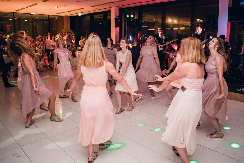Ples neveste in družic.