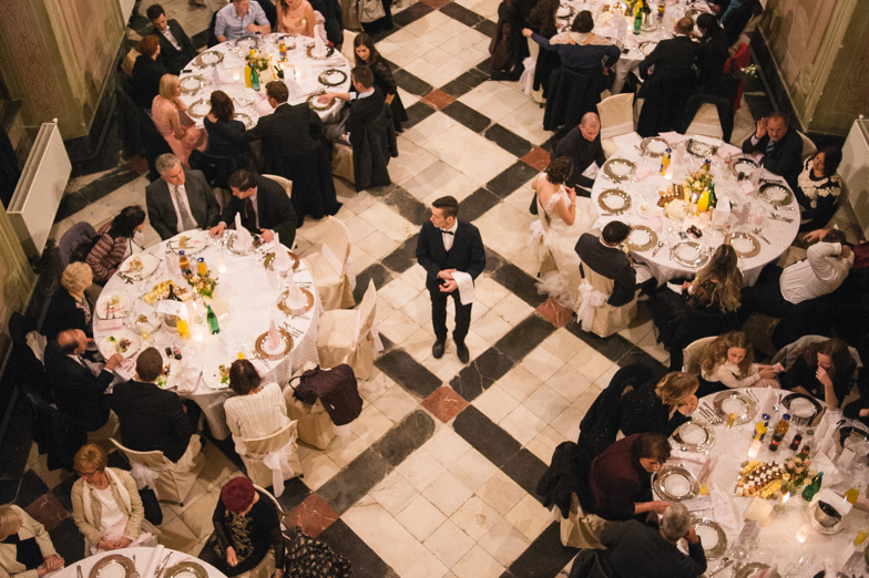 63/5000 Photo from above, showing the banquet and wedding guests at the wedding.
