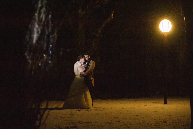 Photography of the winter wedding in December snow.