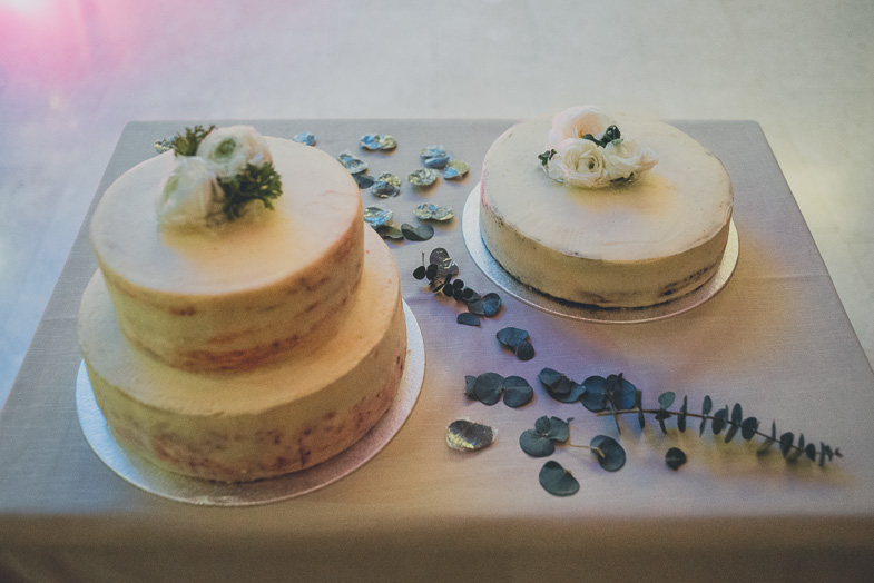 Photo of a beautiful wedding cake.
