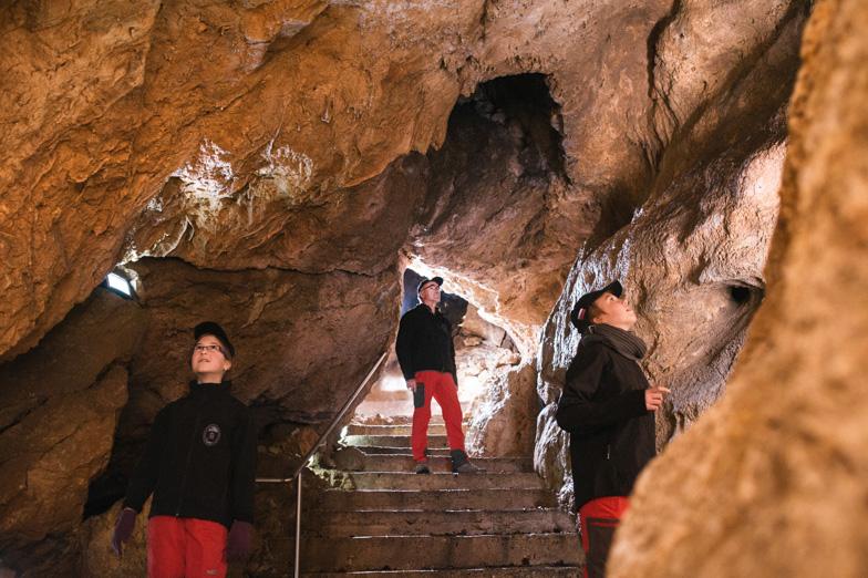 Jamarji v Železni jami na Gorjuši.