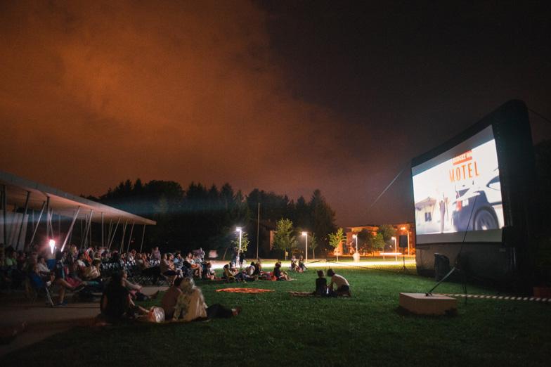 Poletni kino v Češminovem parku v Domžalah.