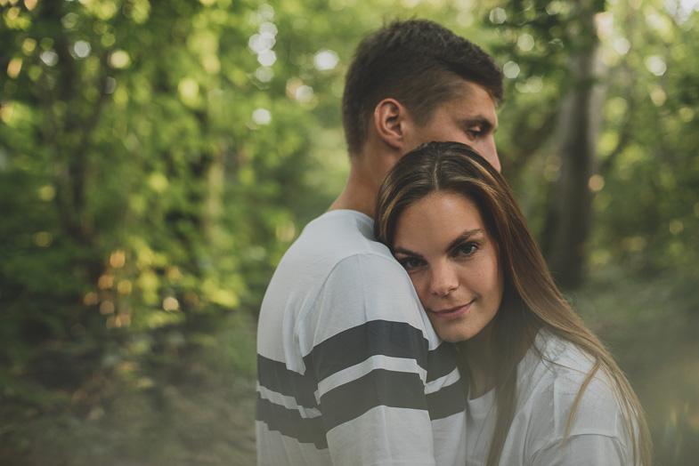 Mlad par in njun dan ljubezni.