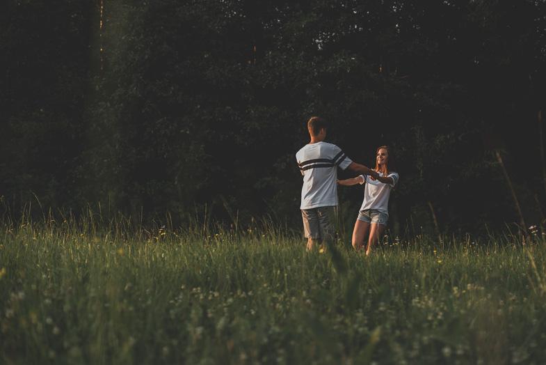 Fotografiranje para ob gozdu.