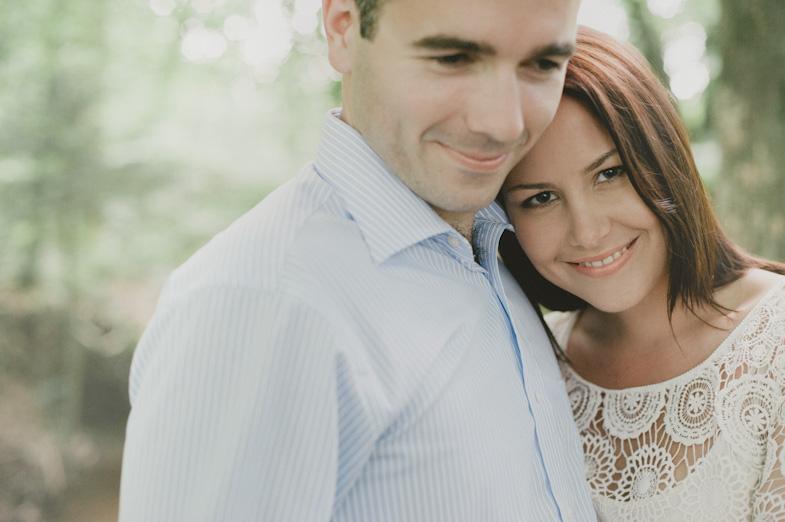 Fotografija para, ki je najel fotografa za poroko.