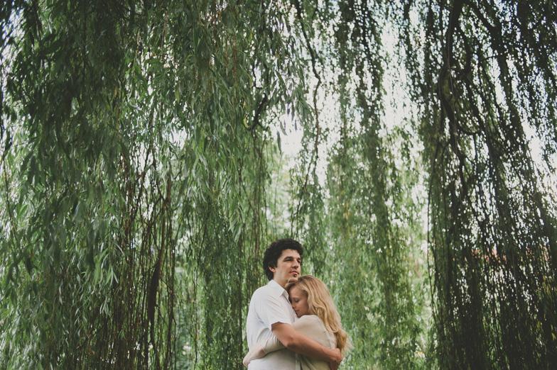 Par, ki je najel poročnega fotografa.