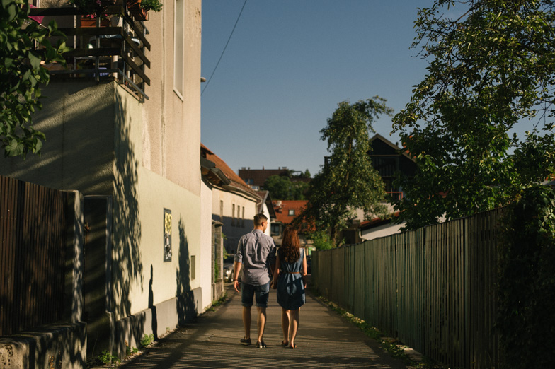 Par med romantičnim sprehodom.
