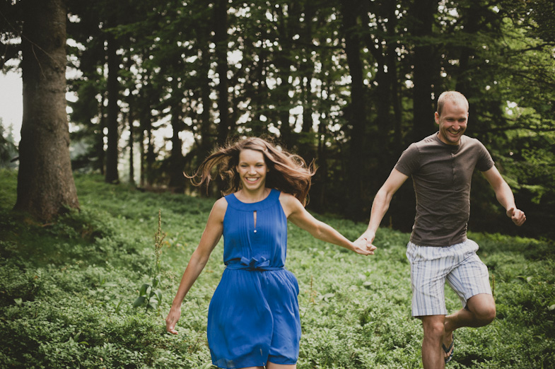 An example of taking pictures of a couple in nature.