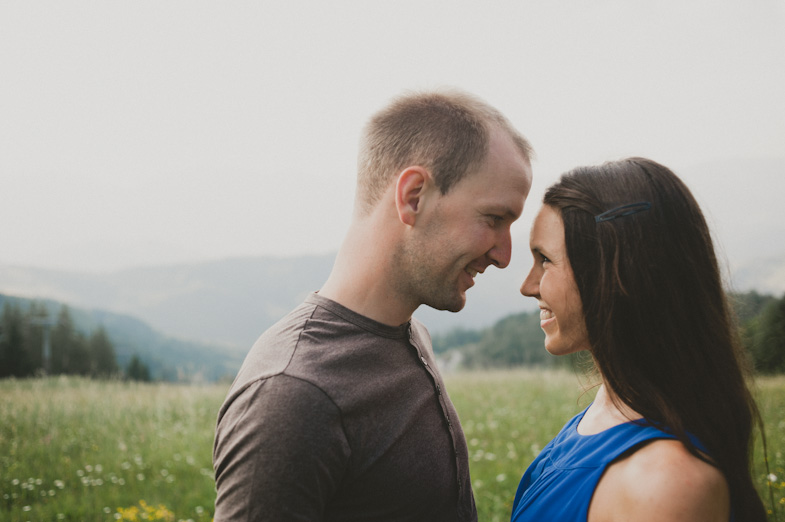 Couple who decided engagement photography in nature.
