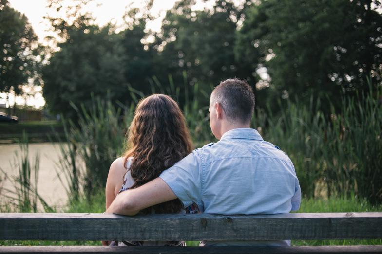 Fotografija njiju dveh v parku beltinškega gradu.