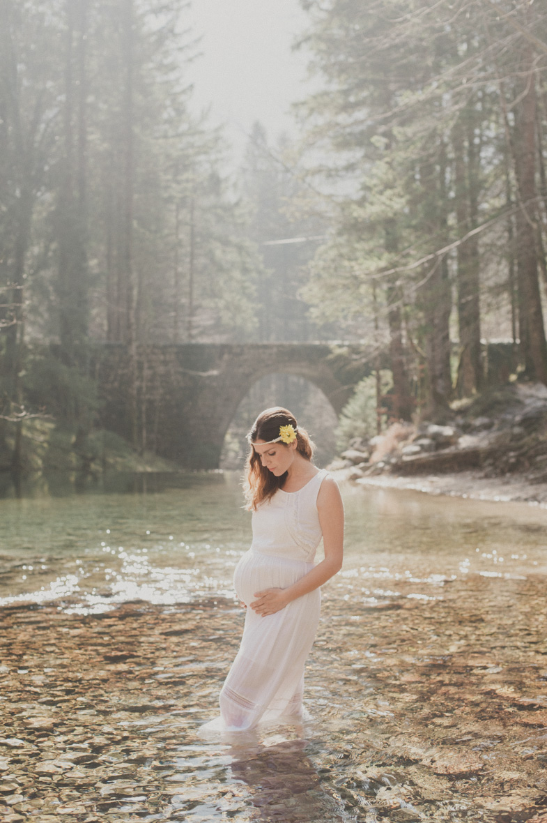 Photo of a pregnant woman at the spring of Kamniška Bistrica.